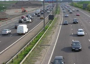 rijden op de autoweg verminderen door kilometerverzekering